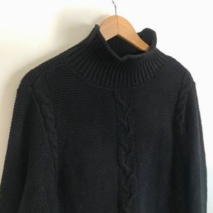 GAP••cable knit turtleneck sweater